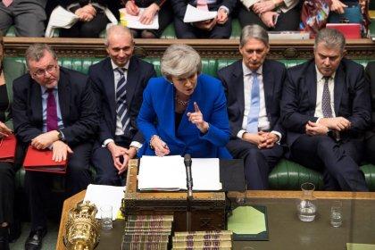 May gana moción de censura y ahora debe buscar consenso sobre Brexit