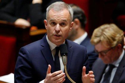 """La taxe carbone discutée dans le """"grand débat"""", dit Rugy"""