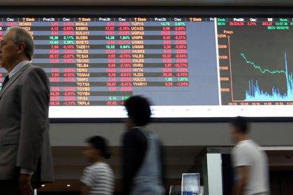 Ibovespa fecha em leve alta; investidor aguarda evolução em agenda do governo