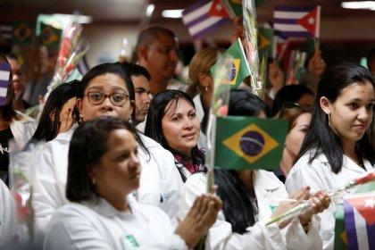 Venezuela recibirá a 2.000 médicos cubanos que salieron de Brasil