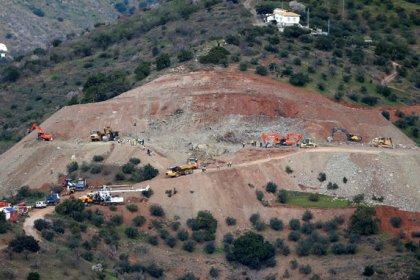 Los técnicos perforan el túnel para rescatar al niño atrapado en un pozo en Málaga