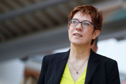 La présidente de la CDU inquiète de la situation en France