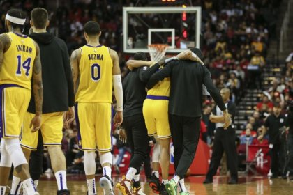 No fractures in Ball's injured foot, Lakers say