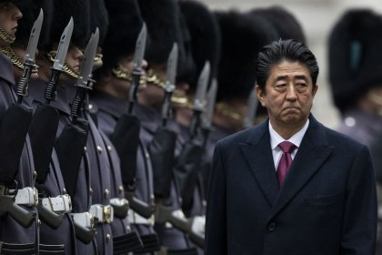 Russian crowd defends ownership of Kuriles before Abe visit