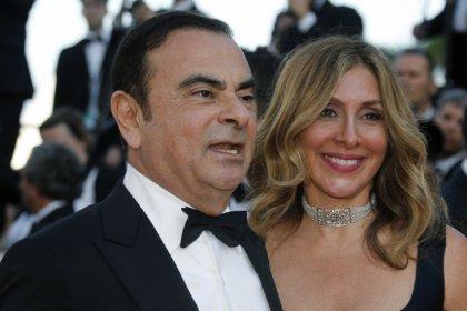 """L'épouse de Carlos Ghosn, """"très inquiète"""", a écrit à Macron"""
