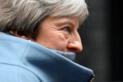 May umgarnt Parlament und will von EU Brexit-Zugeständnisse