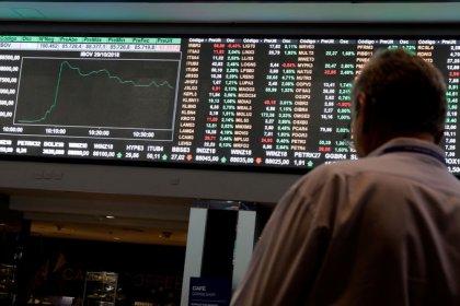 Ibovespa fecha em leve queda após recordes em sessão de menor liquidez e vencimento de opções
