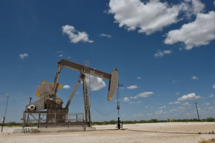 Oil prices edge down as global growth worries threaten demand