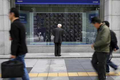 Asian stocks pause amid worries over growth and trade