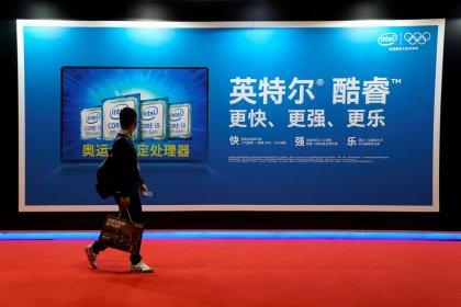 Weak Intel outlook stokes fears of a chip slowdown