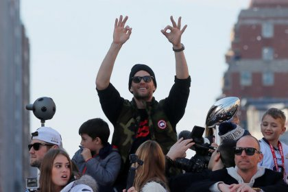 Fans pack Boston streets for Patriots' Super Bowl parade