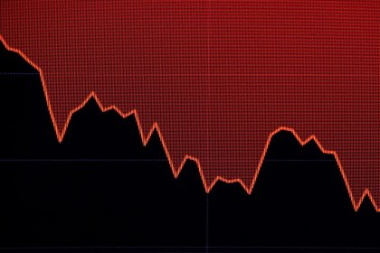 S&P, Nasdaq edge higher as earnings offset trade fears