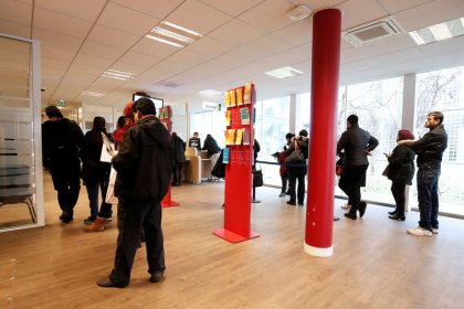 French jobless rate falls to near ten-year low of 8.8 percent in fourth-quarter