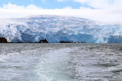 Antarctic ice shelves - Searching for clues on climate change