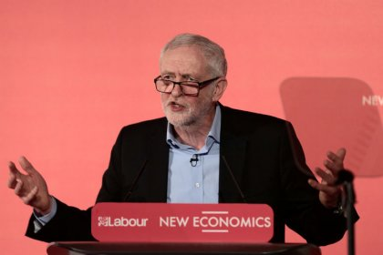Labour urges government to back customs union Brexit plan ahead of Brussels visit