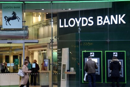 Lloyds Bank brushes off Brexit fears with £4 billion investor payout