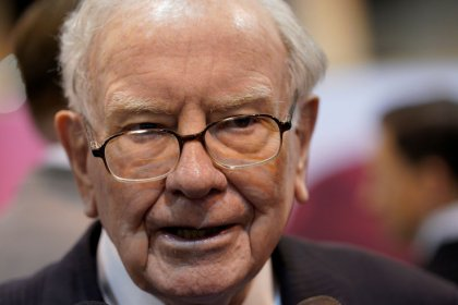 Buffett appears to fault Trump, laments deals dearth in Berkshire letter