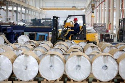 Crescimento da produção industrial da China cai para mínima de 17 anos, mais suporte é esperado