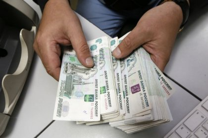 الروبل الروسي يرتفع لأعلى مستوى في 5 أشهر مقابل الدولار