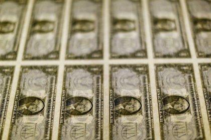 Dólar tem maior queda semanal em 1 mês e meio, com expectativa de fluxo e exterior