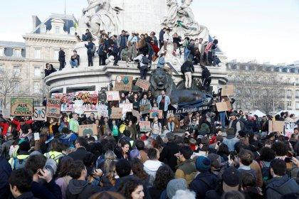 Des dizaines de milliers de personnes marchent pour le climat