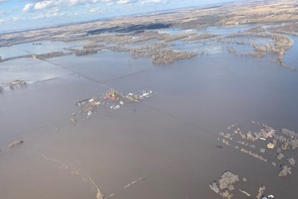 فيضانات تاريخية تضرب ولاية نبراسكا الأمريكية بعد عاصفة قوية