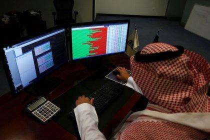 الأسهم السعودية تتراجع قبل دخول فوتسي راسل وتباين أسواق الخليج