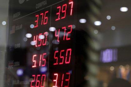 Ibovespa fecha em alta após superar 100 mil pontos com expectativas sobre reformas e exterior