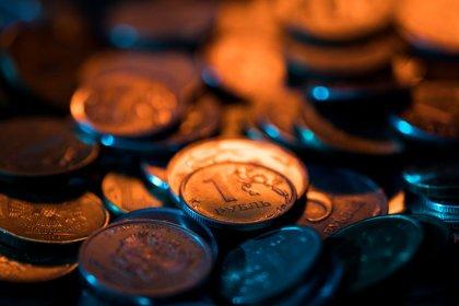 Рубль взял паузу после двухдневного ралли на максимумы 7 месяцев
