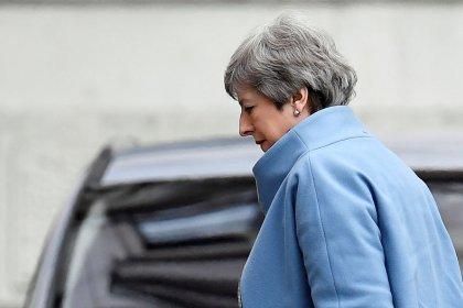 May busca aplazar el Brexit tras el freno a una tercera votación de su acuerdo