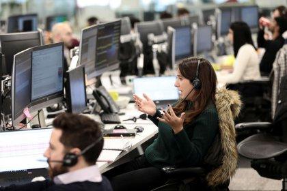 FTSE 100's winning streak broken as Brexit delay plea hits financials