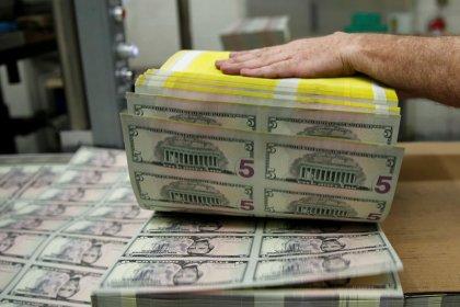 الدولار يرتفع بفعل مخاوف الحرب التجارية قبل اجتماع المركزي الأمريكي