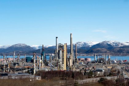 ستاندرد آند بورز ترفع توقعاتها لسعر النفط بعد تخفيضات أوبك وروسيا