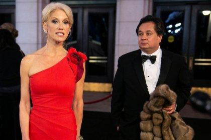 Trump diz no Twitter que conselheira Kellyanne Conway tem