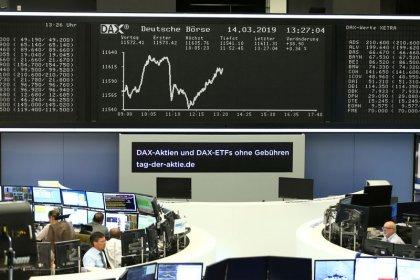الأسهم الأوروبية تتراجع من أعلى مستوياتها في ستة أشهر