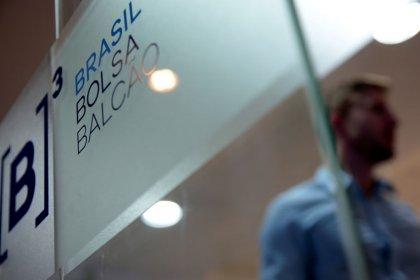 Ibovespa fecha em queda de 1,55% com cautela em dia de agenda cheia