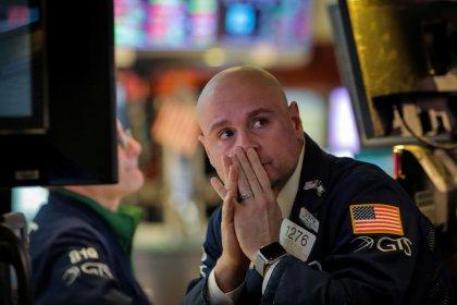 وول ستريت تفتح منخفضة بفعل مخاوف النمو العالمي