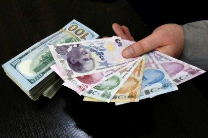الليرة التركية تهبط أكثر من 5 بالمئة مقابل الدولار