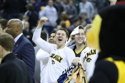 Hawkeyes roar back, bounce Bearcats in first-round upset