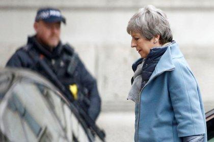 De volta a Londres, May enfrenta árdua tarefa de mudar opinião de Parlamento sobre Brexit