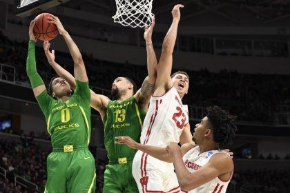 Oregon dominates second half to dispatch Wisconsin
