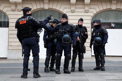 مسيرة لمحتجي السترات الصفراء في باريس والجيش ينضم للشرطة لمنع الاضطرابات