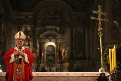 بابا الفاتيكان يقبل استقالة كاردينال متهم بالتستر على انتهاكات جنسية