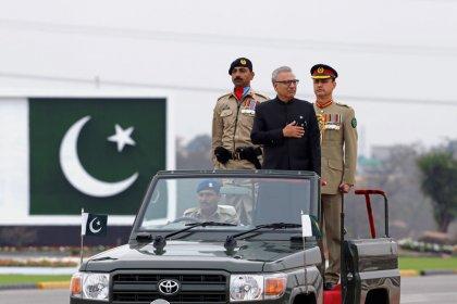 باكستان تستعرض قوتها العسكرية وتدعو للسلام مع الهند