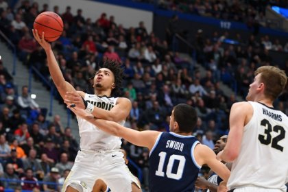 Edwards scores 42 as Purdue ends Villanova's reign