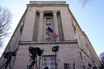 U.S. lawmakers await details of Mueller's Russia report