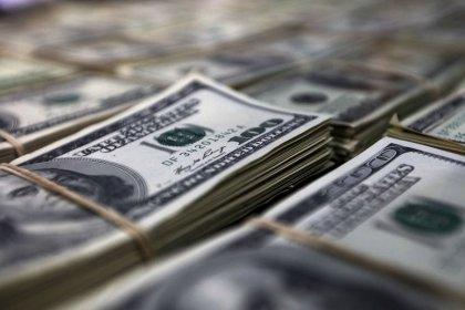 Dólar recua ante real com melhora no exterior mas de olho em tensões ligadas à Previdência
