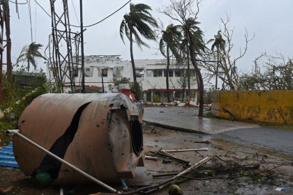 Cyclone hits Bangladesh after battering India, mass evacuations save lives
