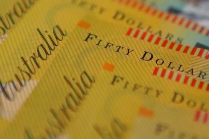 دولار أستراليا ينخفض لأدنى مستوى في 3 أشهر بفعل ضعف بيانات صينية