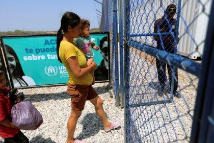 Venezuelans fleeing crisis deserve refugee status: U.N.